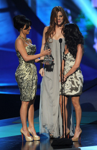 Kourtney @ 2011 People's Choice Awards