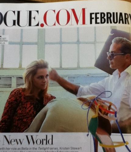 ক্রিস্টেন স্টুয়ার্ট দেওয়ালপত্র possibly containing a sign, a newspaper, and a portrait entitled Kristen Stewart - Vogue 2011
