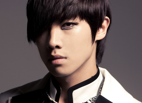 MBLAQ fond d'écran possibly containing a well dressed person and a portrait called Lee Joon