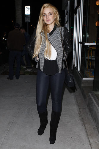 Lindsay Lohan enjoys a night out with Friends at Hal's Bar and Grill in Venice, California
