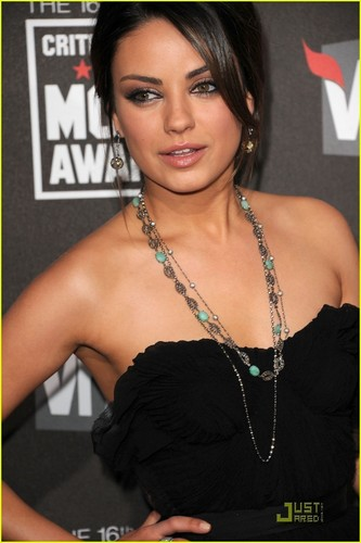Mila @ 2011 Critic's Choice Awards