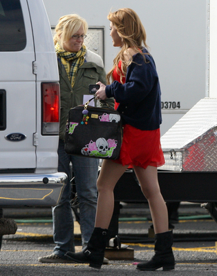 """Miley on """"Undercover"""" Set"""