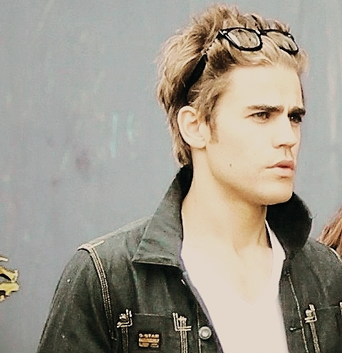 Paul Wesley wallpaper possibly containing a portrait entitled Paul Wesley ♥