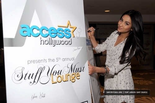 "Shay Mitchell Access Hollywood ""Stuff te Must..."" Golden Globes Lounge"