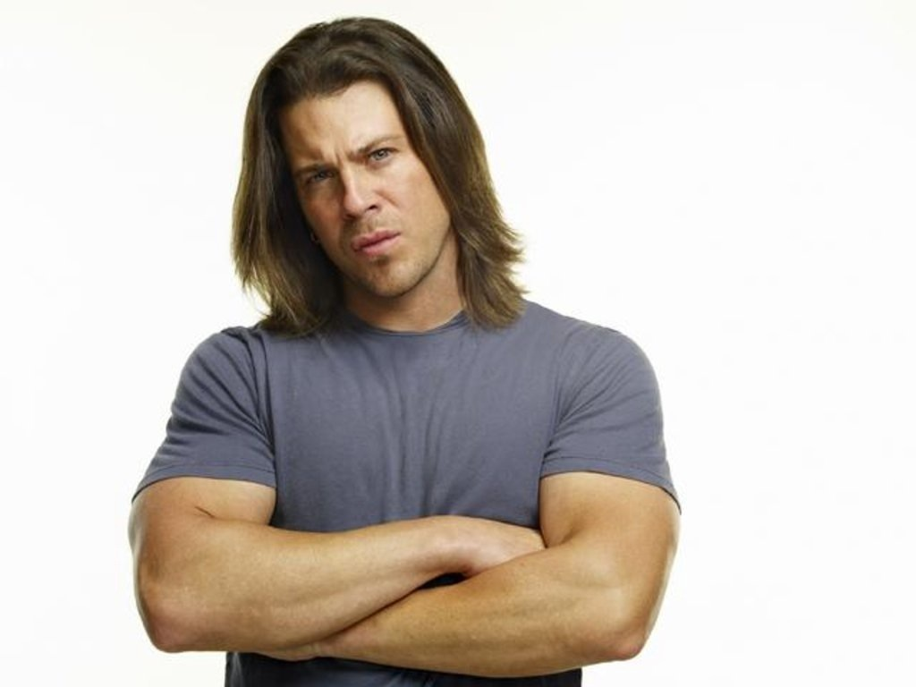 Christian Kane earned a  million dollar salary, leaving the net worth at 6 million in 2017