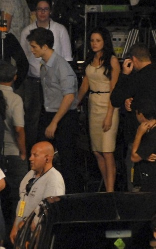 new pictures of Robsten in Lapa, Brazil filming BD
