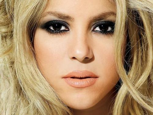 Shakira wallpaper with a portrait entitled shakira lips