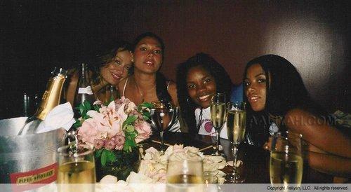 Aaliyah with vrienden