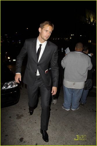 Alexander Skarsgård fondo de pantalla containing a business suit, a suit, and a three piece suit entitled Alexander Skarsgård