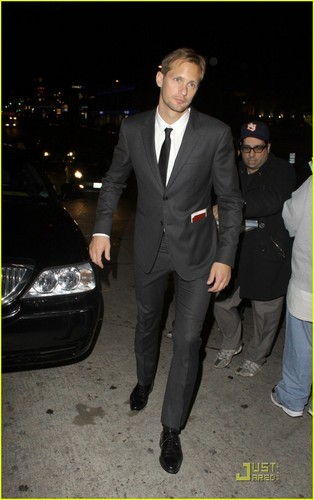 Alexander Skarsgård 壁纸 with a business suit, a suit, and a dress suit titled Alexander Skarsgård