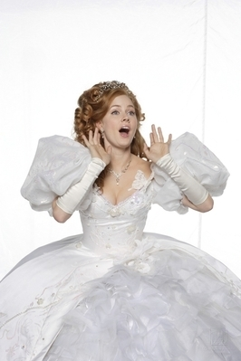 Riselle(Robert/Giselle) encantada wallpaper probably containing a hoopskirt called Amy AdamsPhotoshoot(Enchanted promo)