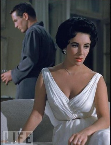 Elizabeth Taylor karatasi la kupamba ukuta possibly containing a portrait entitled Cat on a hot tin roof