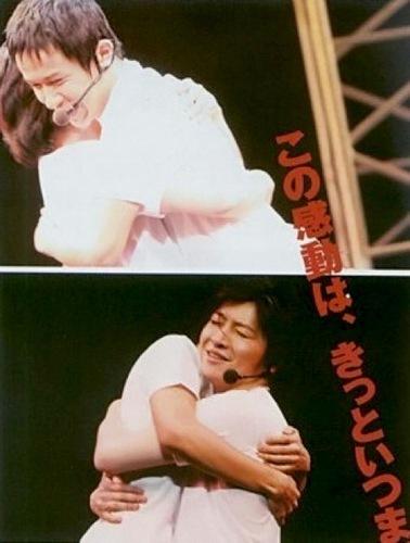 Daisuke Ono and Sugita Tomokazu hug