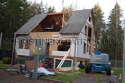 Twilight Series پیپر وال with a bungalow titled دن 2 of Construction on the سوان, ہنس House in Vancouver