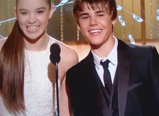 Golden Globe Awards 2011 - Justin Bieber 628x460