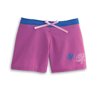 American Girl Dolls wallpaper probably containing drawers, bermuda shorts, and swimming trunks entitled Kanani's Beach Outfit, Paddleboard & Seal Set