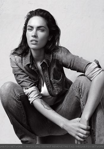 megan fox armani jeans. Megan Fox - Emporio Armani