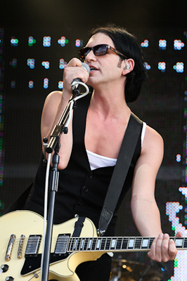 Mr Molko is pure sex:)