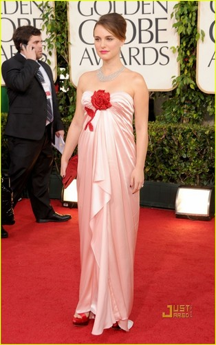 Natalie Portman @ 2011 Golden Globe Awards