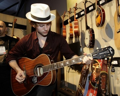 New Pictures Of Jackson Rathbone From The 2011 Fender Showcase!