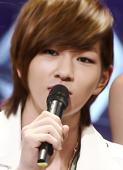 http://images4.fanpop.com/image/photos/18500000/Onew-shinee-18521209-423-583.jpg