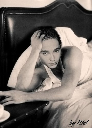 Tom Kaulitz 壁纸 possibly containing skin called QUE SEXY!!!