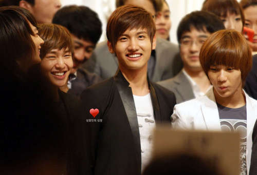 Shinee images SHINee at a Wedding with Changmin and Yunho ...   500 x 341 jpeg 19kB