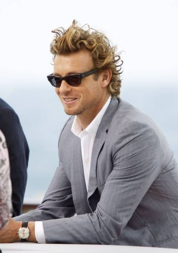 साइमन बेकर वॉलपेपर containing a business suit titled Simon Baker / 50th Monte Carlo TV Festival