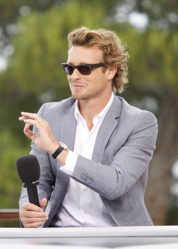 Simon Baker karatasi la kupamba ukuta with a business suit titled Simon Baker / 50th Monte Carlo TV Festival