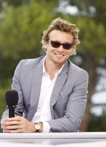 Simon Baker karatasi la kupamba ukuta containing a business suit entitled Simon Baker / 50th Monte Carlo TV Festival