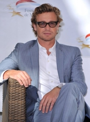 Simon Baker karatasi la kupamba ukuta with a business suit called Simon Baker / 50th Monte Carlo TV Festival