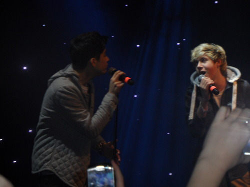 Sizzling Hot Zayn & Irish Cutie Niall canto To Each Over (Aww Bless) 100% Real :) x