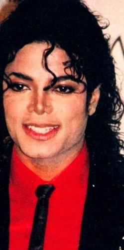 Sweet hati, tengah-tengah Michael! <3 (By Mccala)