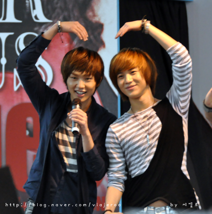 http://images4.fanpop.com/image/photos/18500000/Taemin-Onew-Saranghae-shinee-18515794-900-908.jpg