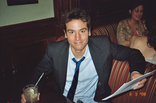 Ted Mosby karatasi la kupamba ukuta containing a business suit called Ted Mosby