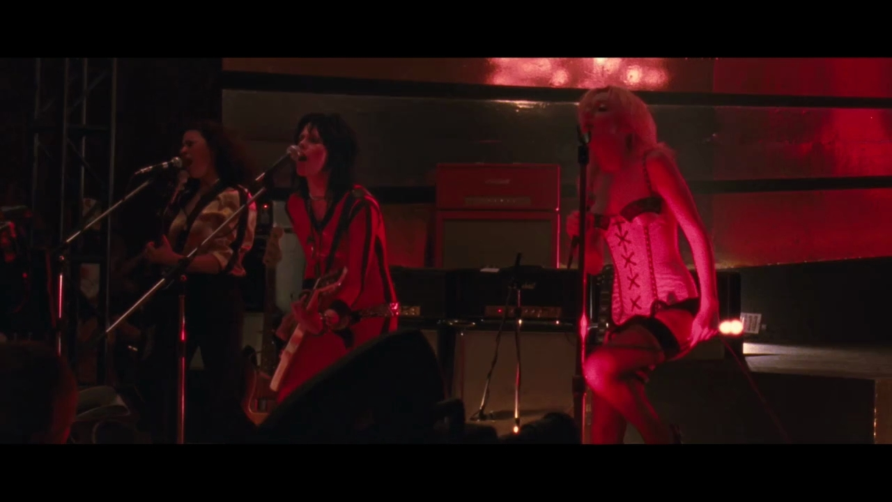 The Runaways Trailer - Joan Jett and Cherie Currie in The ...