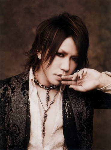 The Gazette achtergrond possibly containing a well dressed person and a portrait called aoi