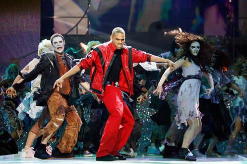 chris brown dancing thriler mj style