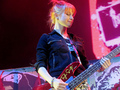 hayley playing a taylor swift guitar!