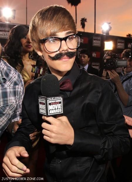 justin bieber mustache pics. jusatin wit a mustache