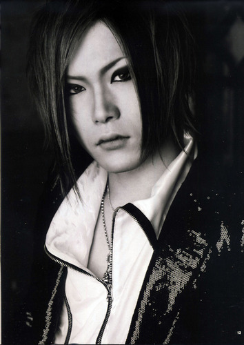 The Gazette achtergrond probably containing a portrait titled uruha