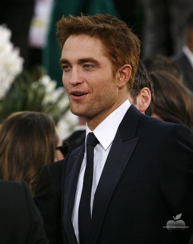 2 New Pics of Rob at the Golden Globes 2011!