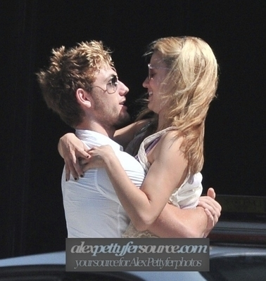 Alex Pettyfer and Dianna Agron
