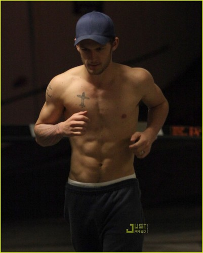 Alex Pettyfer fond d'écran with a gros morceau, hunk called Alex Shirtless run