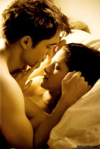Edward and Bella wallpaper with a neonate and skin called Breaking Dawn Edward and Bella Cullen