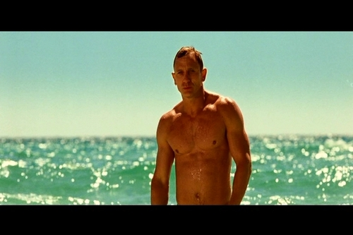 "DANIEL CRAIG AS AGENT007/JAMES BOND IN ""CASINO ROYALE"""