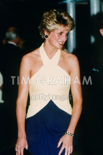 Prinzessin Diana Hintergrund probably with a portrait entitled Diana Premiere Catherine Walker Dress