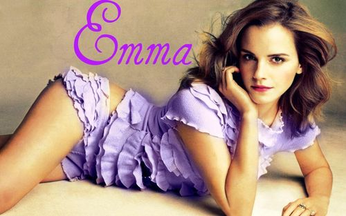 Emma Watson wallpaper with a portrait entitled Emma<3