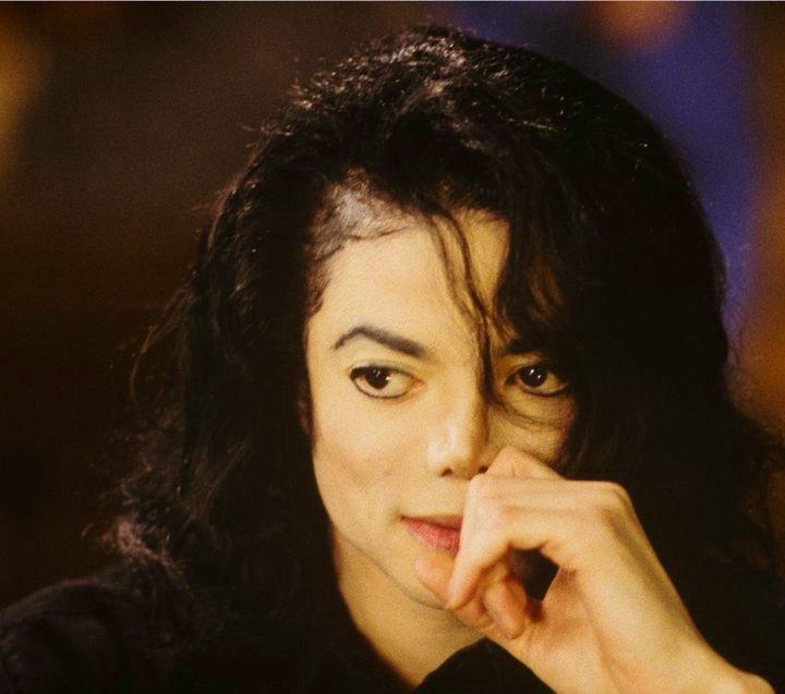 http://images4.fanpop.com/image/photos/18600000/Michael-Forever-michael-jackson-18619444-720-637.jpg