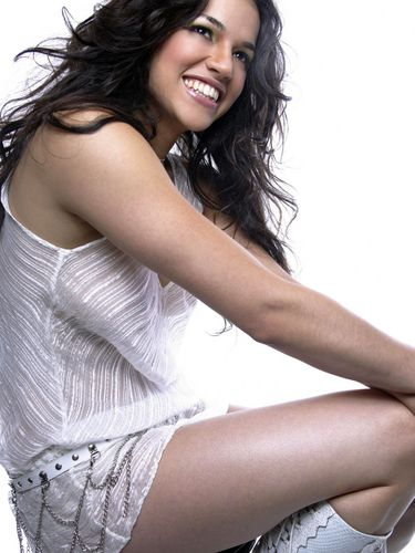 Michelle Rodriguez fond d'écran probably containing bare legs, attractiveness, and a chemise titled Michelle in 2003
